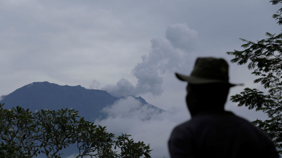 skynews-mount-agung-indonesia_4165893.jpg